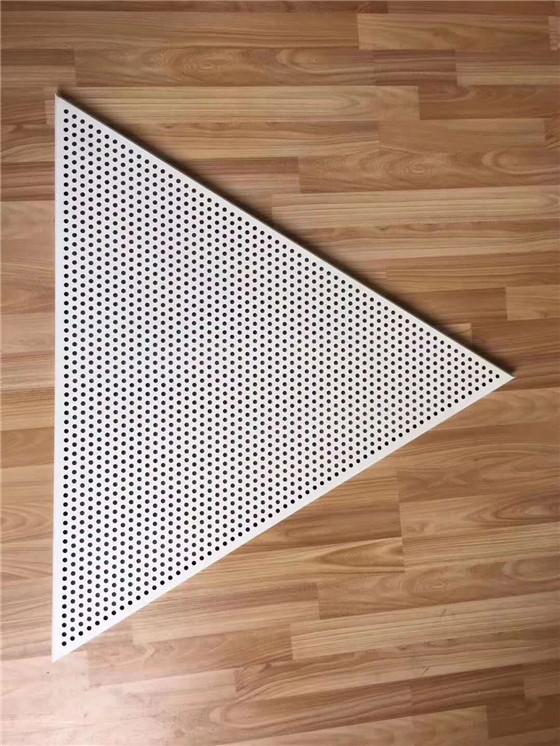 <b>冲孔铝单板</b>