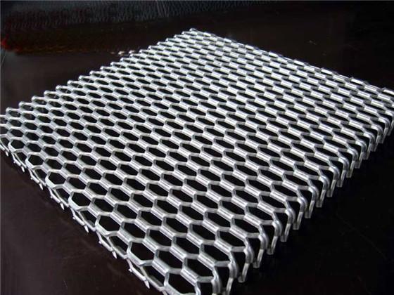 <b>拉网铝单板</b>