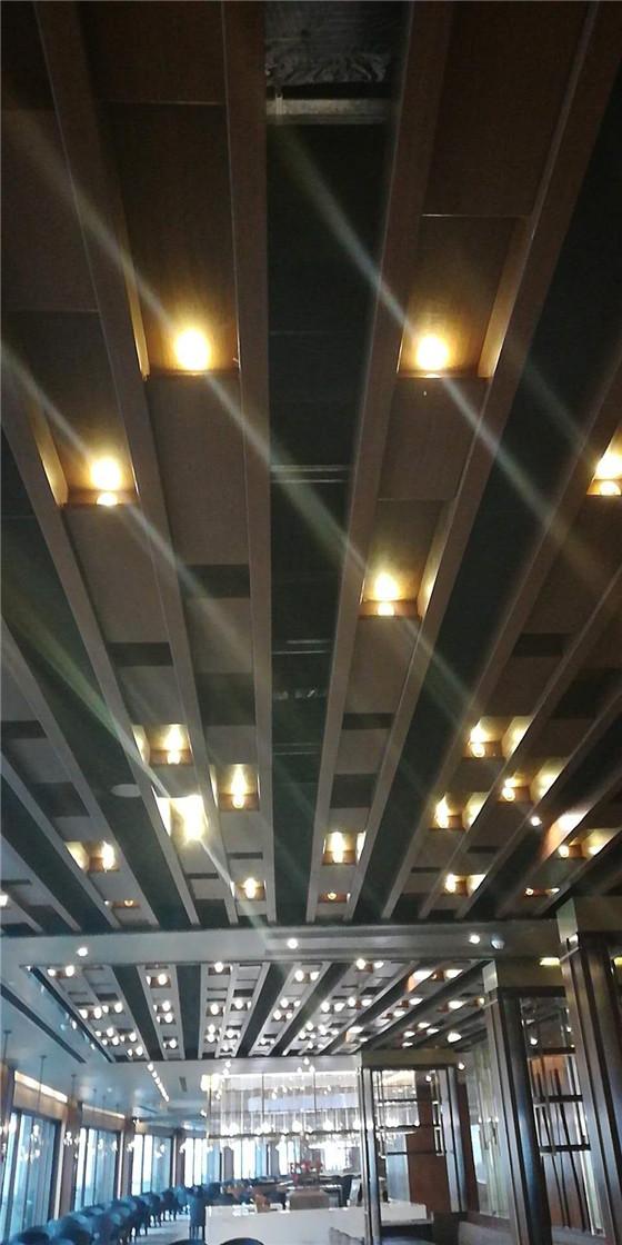 <b>室内铝单板</b>